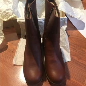 12ca3f4b8e7 Ugg Boots Keppler size 9 never worn/ new in box NWT
